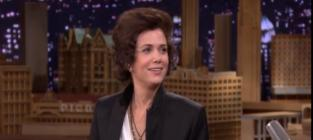 Kristen Wiig Appears on The Tonight Show with Jimmy Fallon, Makes Like Harry Styles
