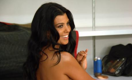 Kourtney Kardashian Naked on Keeping Up: Behind the Scenes Pics!