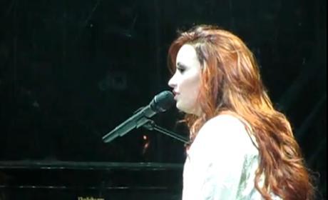 Demi Lovato - Skyscraper (Live in Chicago)