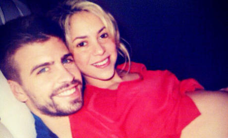Shakira: No Makeup, Just Baby Bump!