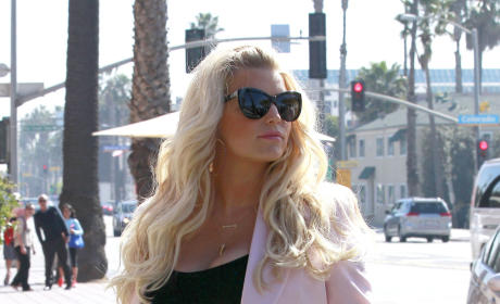 Jessica Simpson Baby Bump Photos: Eating For Two!