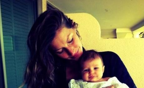 Gisele Bundchen, Daughter: Cheeeeese!