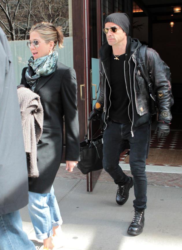 Jennifer Aniston Amp Justin Theroux Or Brad Pitt Amp Angelina