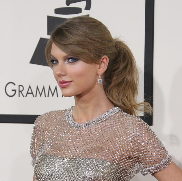 Taylor Swift Dazzles
