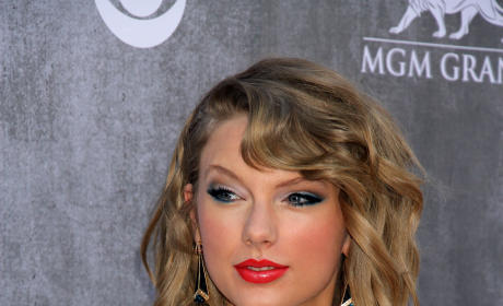 Taylor Swift: Hot on the Red Carpet