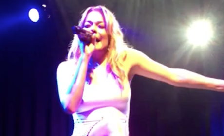 LeAnn Rimes Gets Emotional on Stage