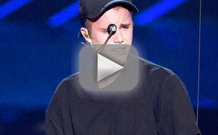 Justin Bieber Performs on MTV VMAs, Breaks Down in Tears