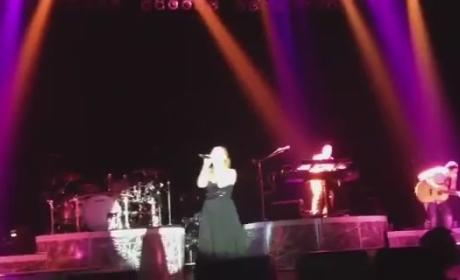"Kelly Clarkson Covers ""Breathe"" in Concert, Remains Awesome"