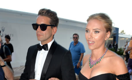 Scarlett Johansson: Engaged to Romain Dauriac!
