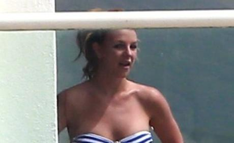 Britney Spears Bikini Photos: Smoking in Malibu!