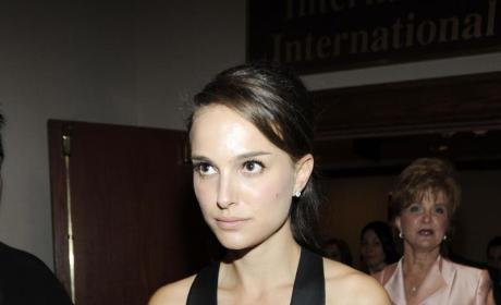 Natalie Portman is Gorgeous, Maybe Dating Josh Hartnett