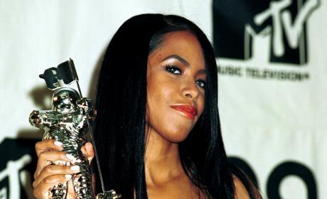 Aaliyah 2000 MTV VMAs Award