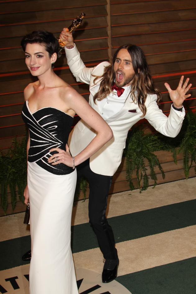 Jared Leto Photobombs Anne Hathaway