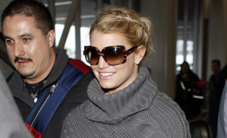 "Jessica Simpson Launches ""Full-Figured"" Fashion Line"