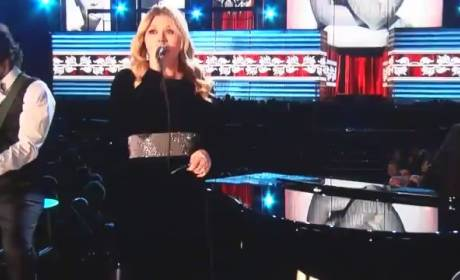 Kelly Clarkson Pays Double Tribute at Grammy Awards