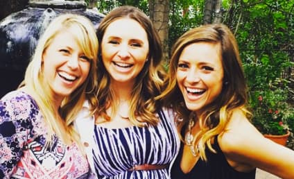 Christine Lakin, Jodie Sweetin Reunite for Epic #TGIF Selfie!