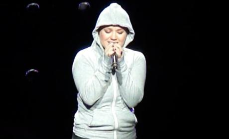 """Kelly Clarkson - """"Lose Yourself"""""""