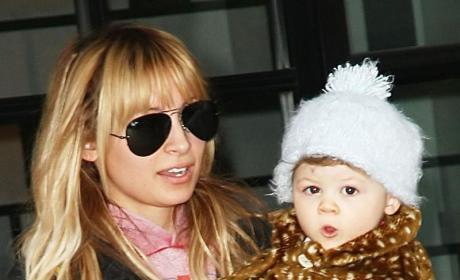 Nicole Richie Declares War on Paparazzi