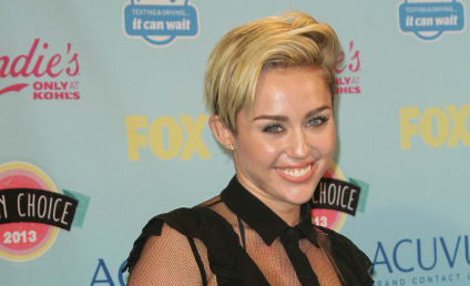 Miley Cyrus Teen Choice Awards Outfit: Love It or Loathe It?