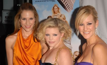 A Country Catfight Between Dixie Chicks, Reba McEntire