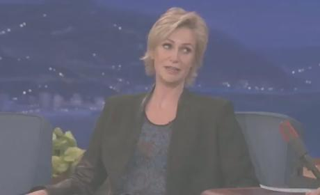 "Jane Lynch Makes Like Nicki Minaj, Raps ""Super Bass"""
