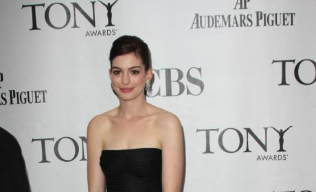 Tony Awards' Fashion Face-Off: Anne Hathaway vs. Gina Gershon