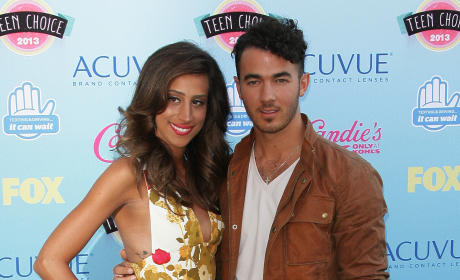 Kevin Jonas & Wife: Expecting a Baby Girl!