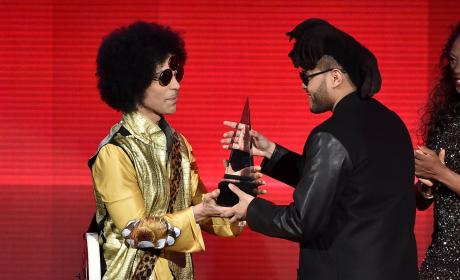 Prince Presents The Weeknd With Favorite Soul/R&B Album: 2015 American Music Awards