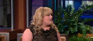 "Rebel Wilson Sings ""The Edge of Glory"" on The Tonight Show"