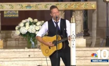 "Chris Martin Performs ""Til Kingdom Come"" at Beau Biden's Funeral"