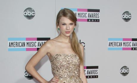 AMA Fashion Face-Off: Taylor Swift vs. Selena Gomez