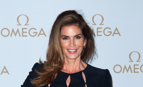 Cindy Crawford: Unphotoshopped Pic of Model Leaks on Twitter