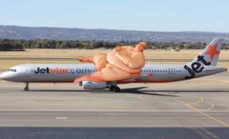 """Rich Wisken Pens Letter to JetStar, Complains About """"Fat Mess"""" of a Fellow Passenger"""