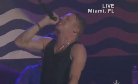 "Macklemore & Ryan Lewis Perform ""Can't Hold Us,"" Honor Trayvon Martin at AMAs"