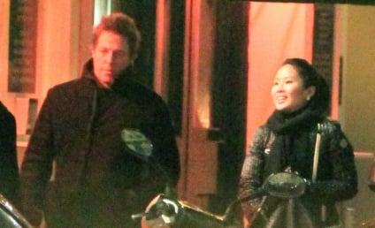 Tinglan Hong: Dating Hugh Grant, Maybe Pregnant