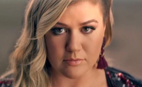 "Kelly Clarkson Empowers Women in ""Invincible"" Music Video"