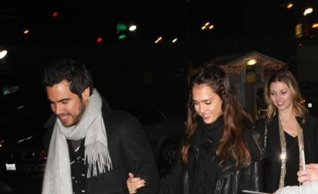 Cashing In: Jessica Alba, Cash Warren Take in Lakers Game