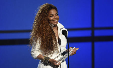 Janet Jackson Accepts Ultimate Icon Award: VIDEO