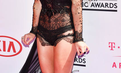 2016 Billboard Music Awards: Fashion Hits & Misses!