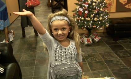 Toddlers & Tiaras Smackdown: Isabella Barrett Goes OFF on Paisley Dickey!