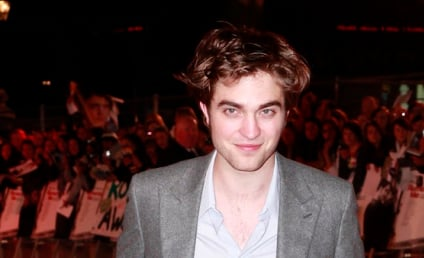 Robert Pattinson and Kristen Stewart Win Big, Kiss (!!!) at MTV Movie Awards