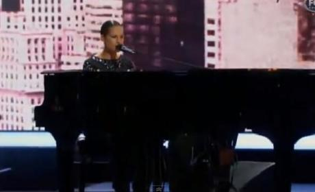 Alicia Keys Performs at NBA All-Star Game Halftime