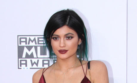 Kylie Jenner vs. Kendall Jenner: Who Wore It Best at the AMAs?