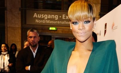 "Rihanna: Bullying Fan on Twitter With ""Prom Bat"" Photos?"