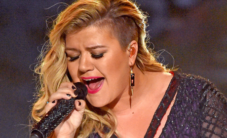 Kelly Clarkson: Invincible at the Billboard Music Awards!