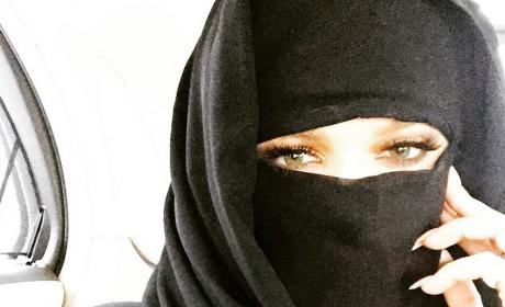 Khloe Kardashian Wears Muslim Garb Online, Stirs Controversy
