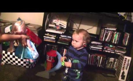 "Toddler Dances to ""Let It Go"""