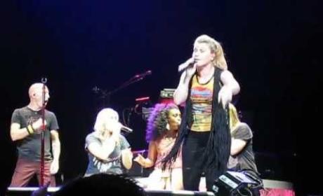 """Kelly Clarkson - """"No Scrubs"""""""