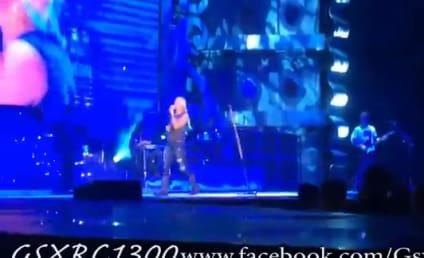 Miranda Lambert Serenades Young Cancer Patient in Concert: Watch, Cry Now