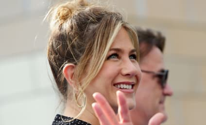 Jennifer Aniston Breaks Down, Admits to Self Doubt